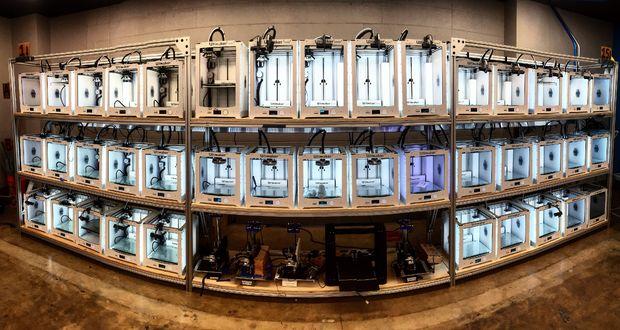 Die Jacke kann insgesamt 40 3D-Drucker überwachen