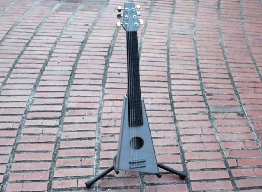 3D druckbare & tatsächlich spielbare Gitarre (Bildquelle: solstie/thingiverse)