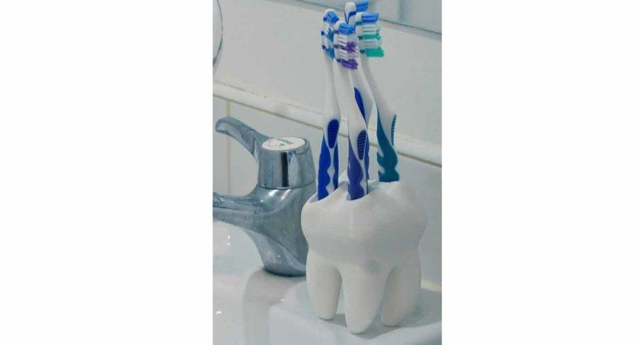 """Zahnbürstenhalter in Zahnform """"The Big Tooth"""" (Bildquelle: myminifactory/myminifactory)"""